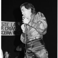 Mano Belmonte performing at Angrense Club